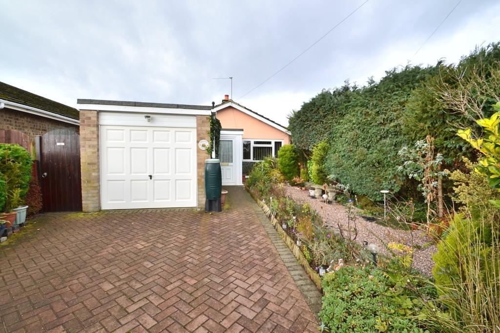 2 Bedrooms Detached Bungalow for sale in Firtree Road, Thorpe St Andrew