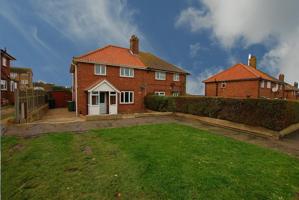3 Bedrooms Semi Detached House for sale in Shipden Avenue, Cromer