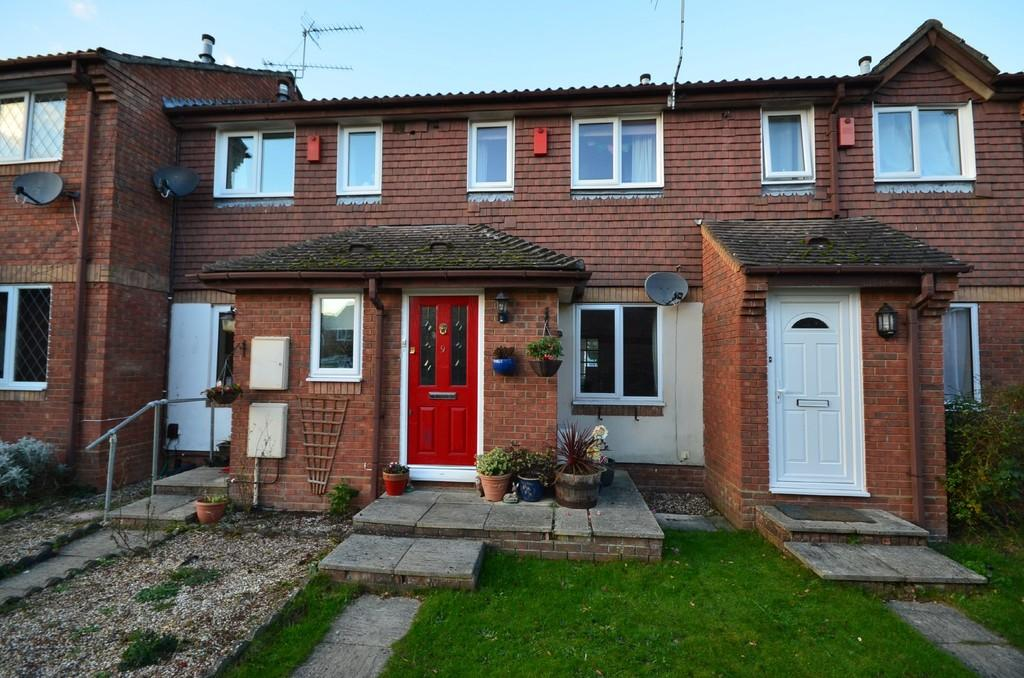 2 Bedrooms Terraced House for sale in Ayling Court, Farnham