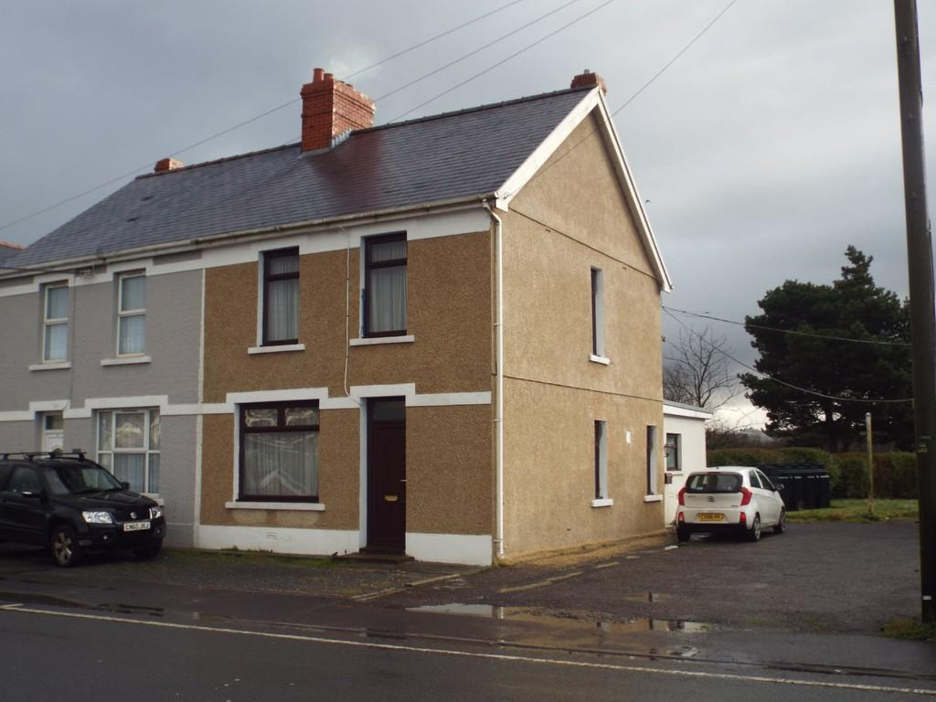 3 Bedrooms Semi Detached House for sale in Crosshands Road, Gorslas