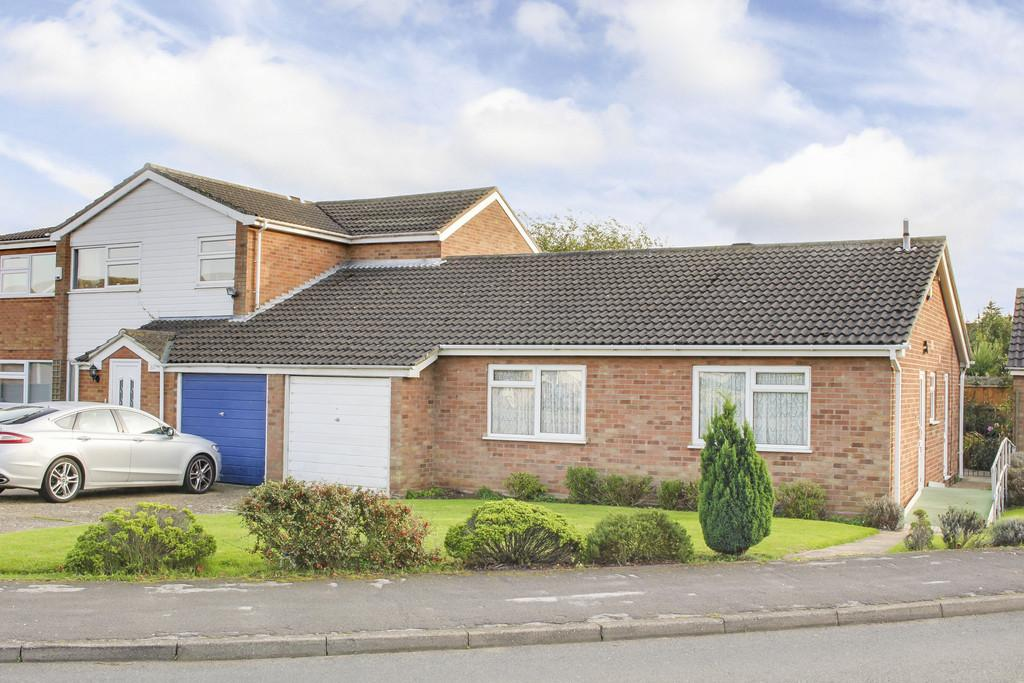 2 Bedrooms Semi Detached Bungalow for sale in High Street, Little Paxton, St. Neots