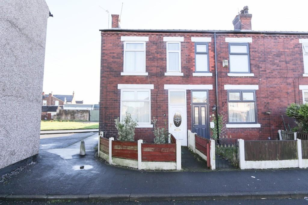 3 Bedrooms End Of Terrace House for sale in 1 Charles Street Cadishead