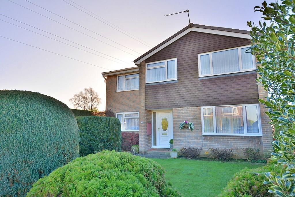 4 Bedrooms Detached House for sale in King John Avenue, Bearwood, Bournemouth