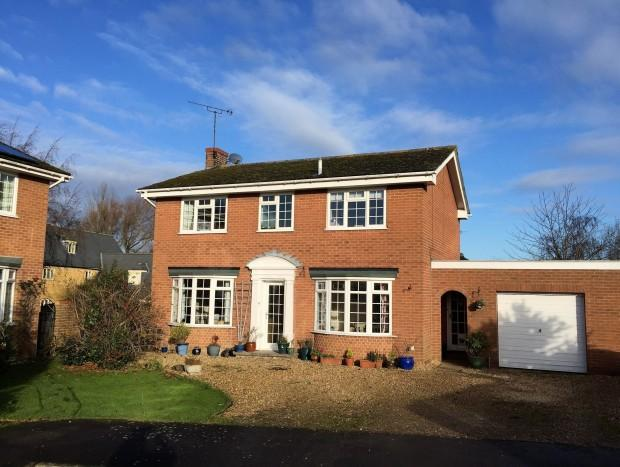 4 Bedrooms Detached House for sale in Walnut Close, Stathern, LE14