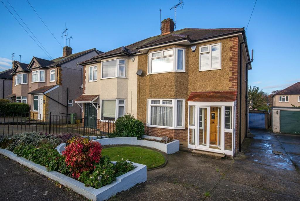 3 Bedrooms Semi Detached House for sale in Edwards Way, Hutton, Brentwood, Essex, CM13