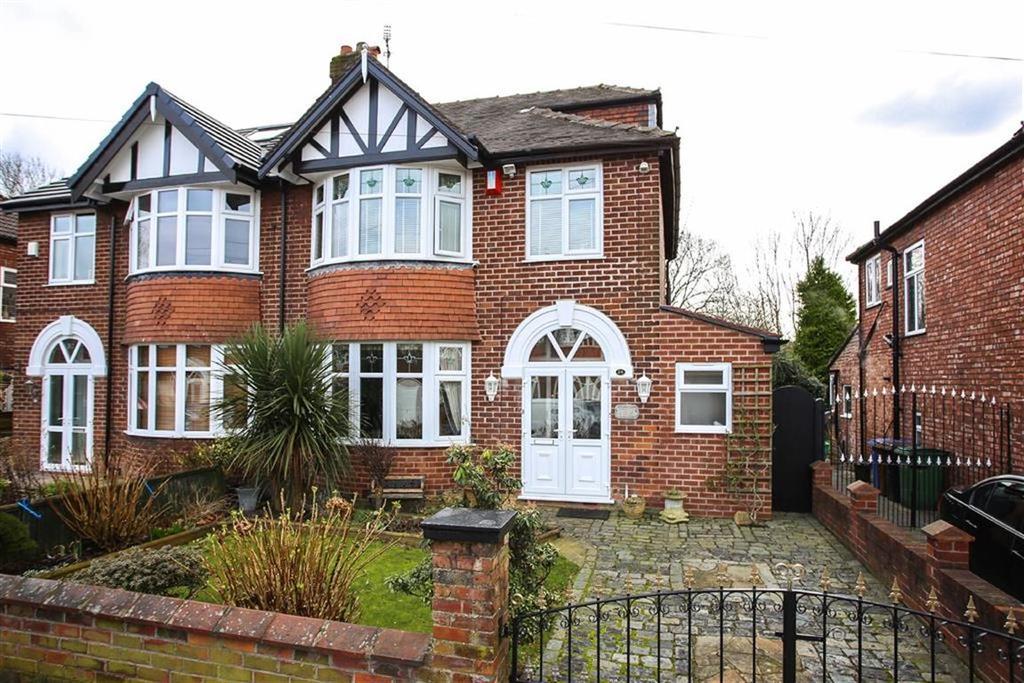 4 Bedrooms Semi Detached House for sale in Brackley Road, Heaton Chapel