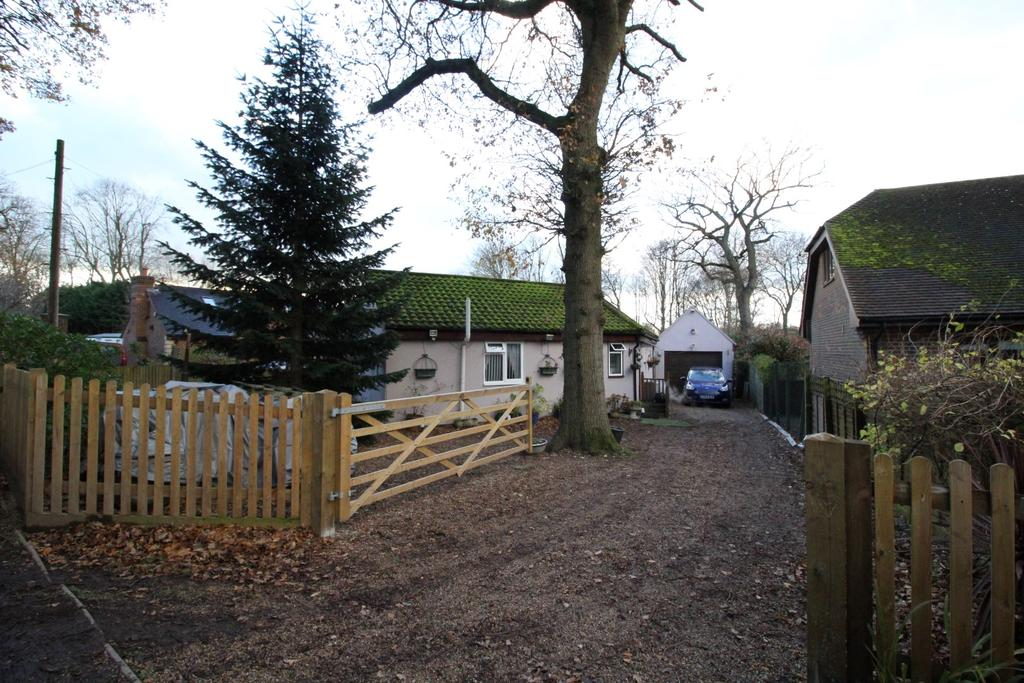 2 Bedrooms Detached Bungalow for sale in Beechwood Drive, Culverstone DA13