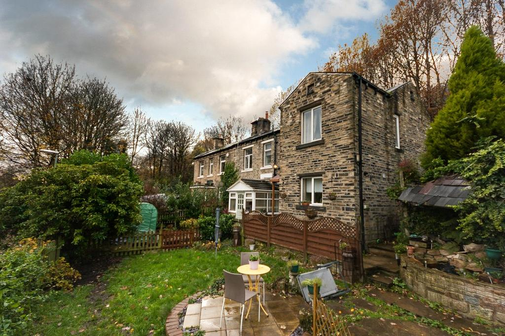 3 Bedrooms Semi Detached House for sale in Britannia Road, Milnsbridge, Huddersfield, HD3