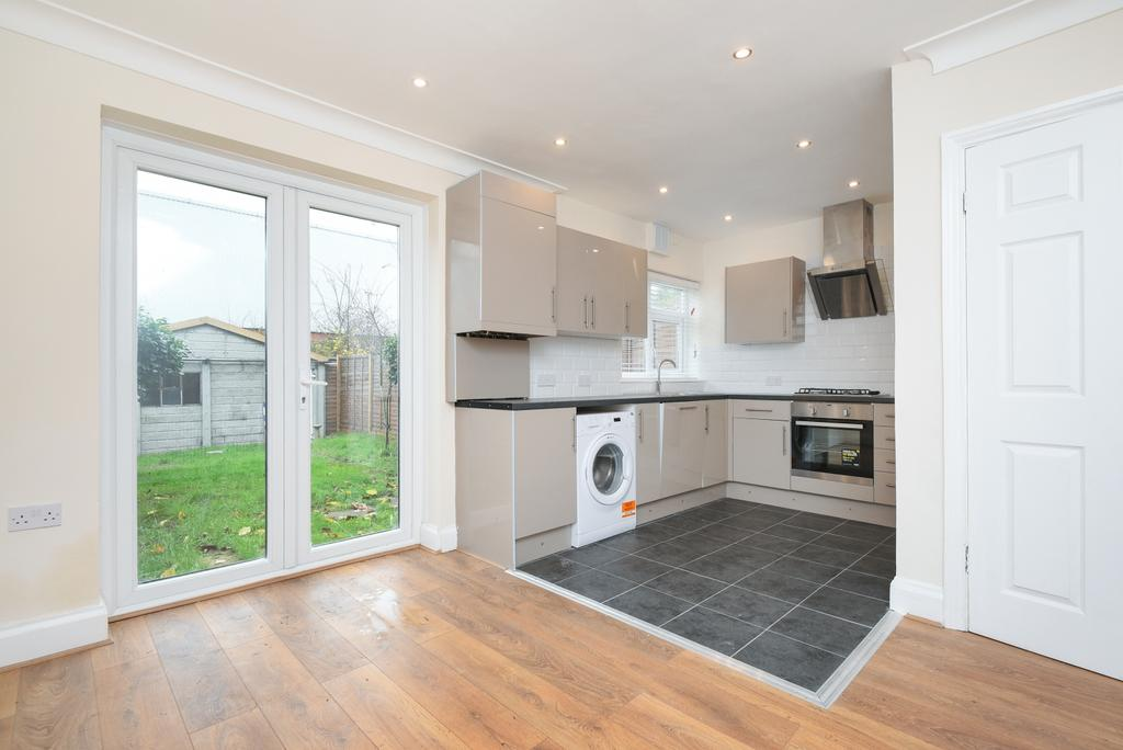3 Bedrooms Terraced House for sale in South Park Crescent London SE6