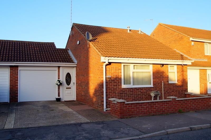 1 Bedroom Bungalow for sale in Cann Hall, Clacton On Sea.