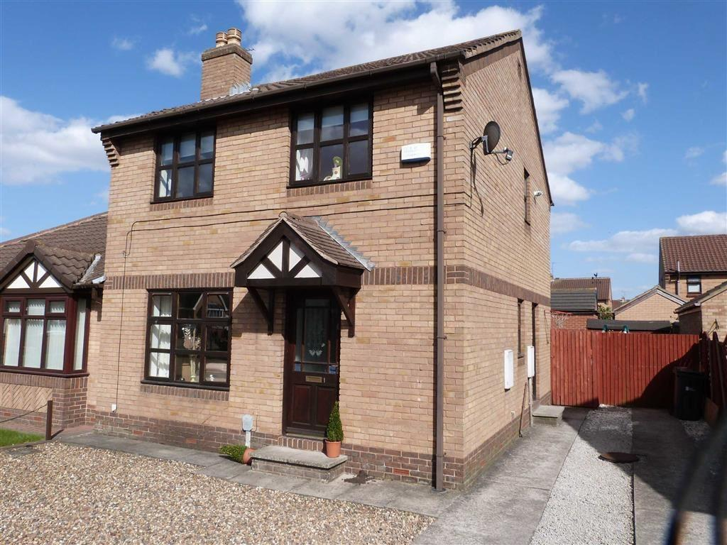 3 Bedrooms Semi Detached House for sale in Peregrine Close, Hessle