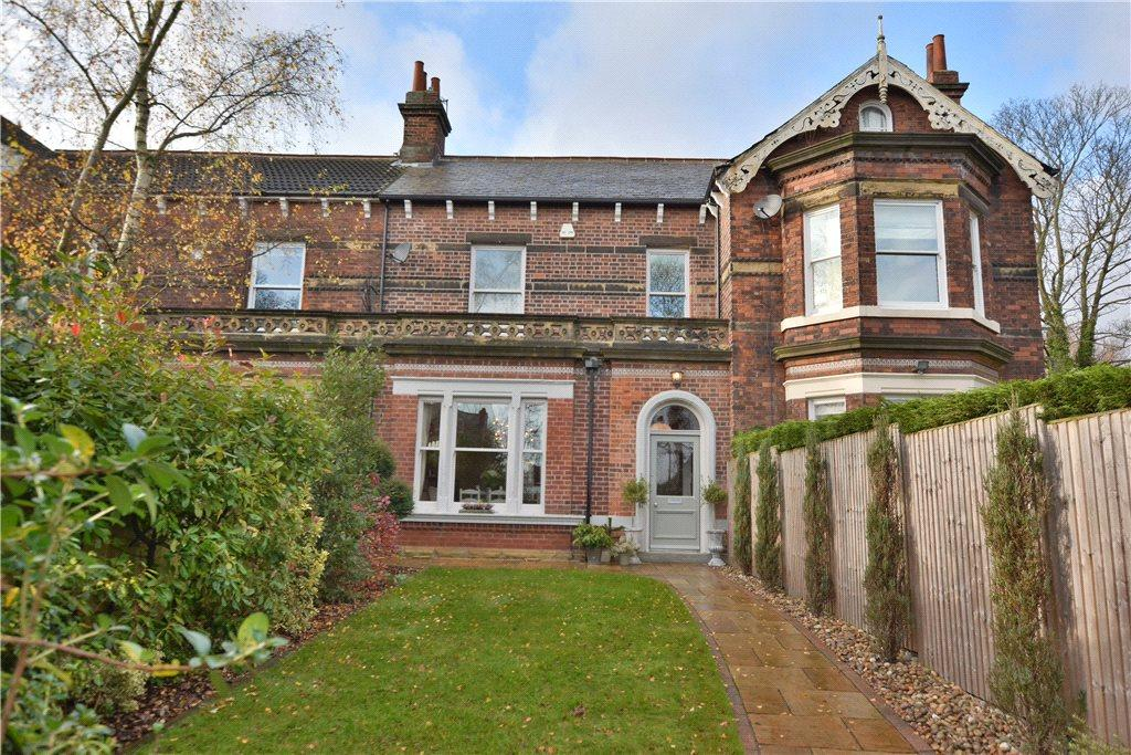 5 Bedrooms Town House for sale in Nunbrooke, Harrogate Road, Moortown, Leeds