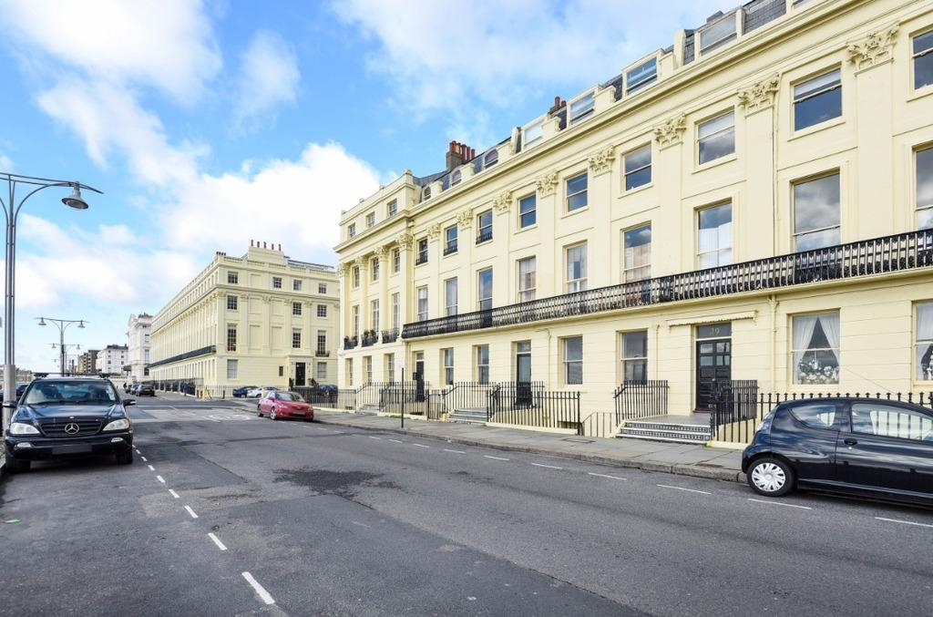 1 Bedroom Flat for sale in Brunswick Terrace Hove East Sussex BN3