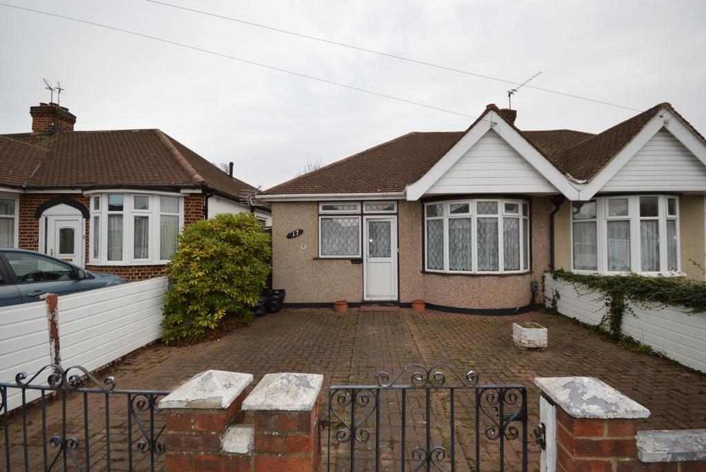 2 Bedrooms Semi Detached Bungalow for sale in Kempton Avenue, Hornchurch, Essex, RM12
