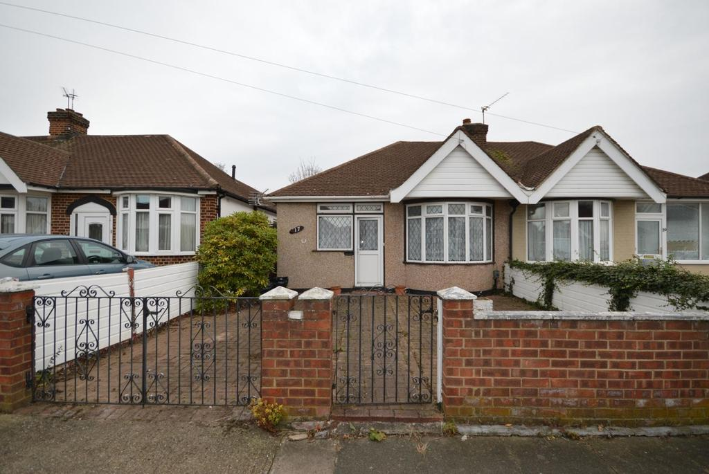 2 Bedrooms Semi Detached Bungalow for sale in Kempton Avenue, Hornchurch, Essex, RM12