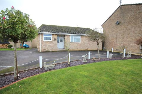 2 bedroom bungalow for sale - Stour View Gardens, Corfe Mullen, Wimborne