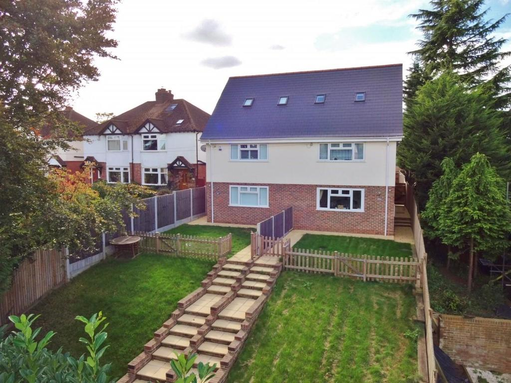 4 Bedrooms Semi Detached House for sale in London Road, Ditton, Aylesford
