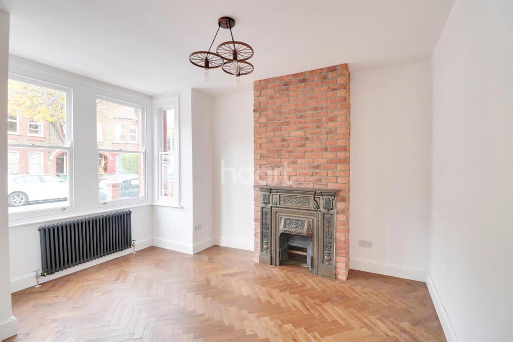 2 Bedrooms Flat for sale in Kettlebaston Road, Leyton