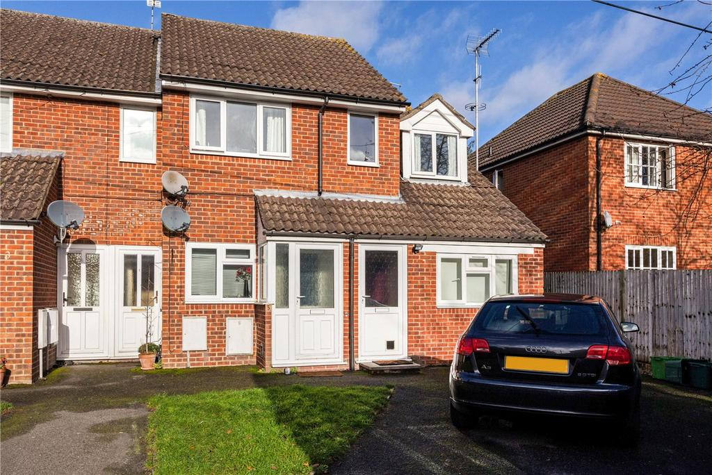 2 Bedrooms Maisonette Flat for sale in Chapel Court, Thatcham, Berkshire, RG18