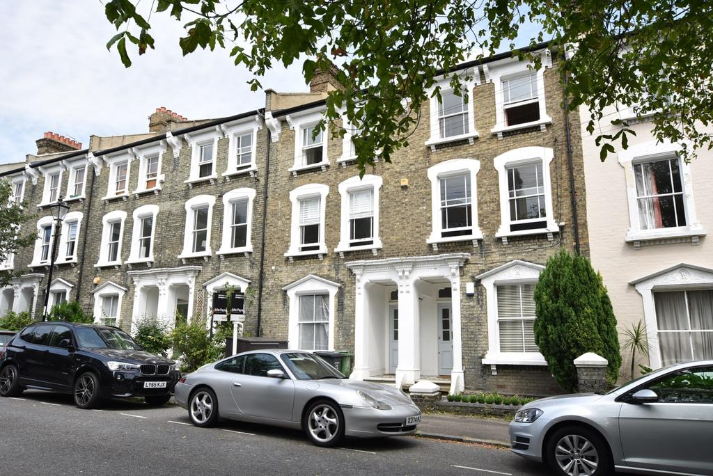 2 Bedrooms Flat for sale in Quentin Road London SE13