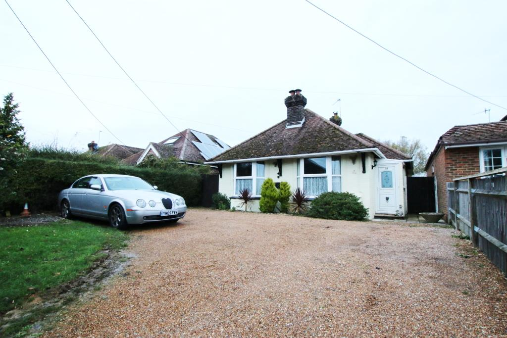 2 Bedrooms Detached Bungalow for sale in Mill Road, Hailsham BN27