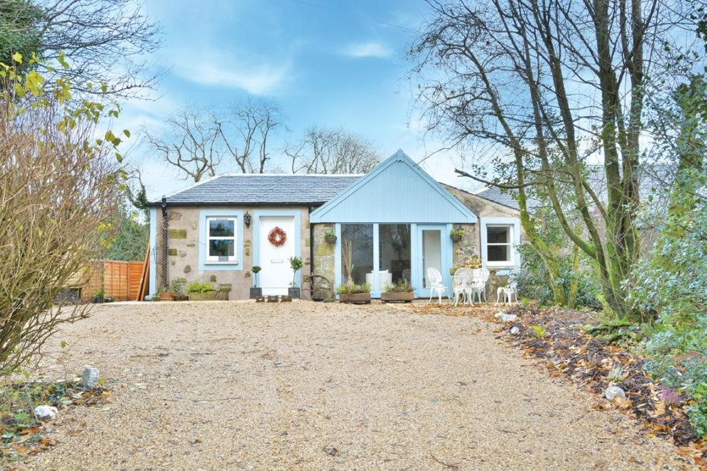 2 Bedrooms Cottage House for sale in Mansewood Coach House East End, Lochwinnoch, PA12 4EP