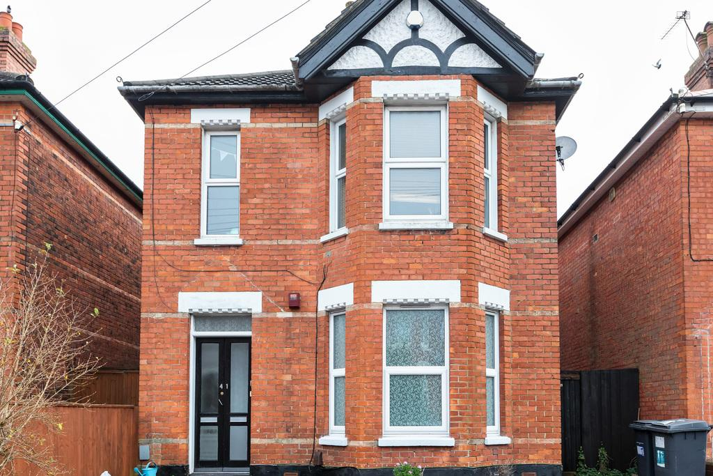 2 Bedrooms Flat for sale in Stanfield Road, Winton, BH9