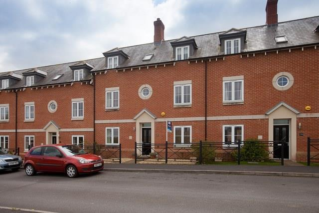 4 Bedrooms Terraced House for rent in The Crescent, East Harnham