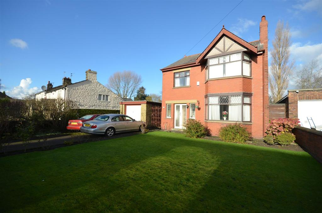 4 Bedrooms Detached House for sale in Ormskirk Road, Upholland
