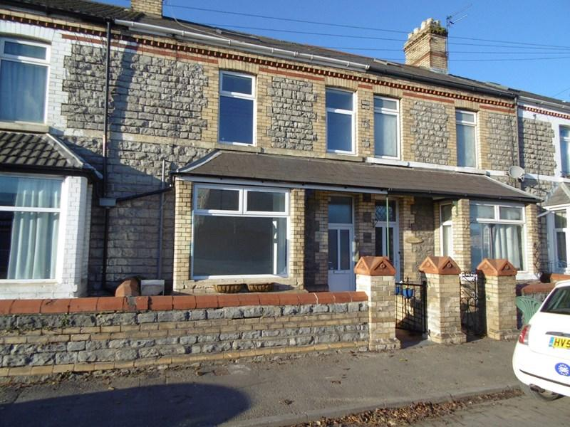 3 Bedrooms Terraced House for sale in Churchill Terrace, Barry