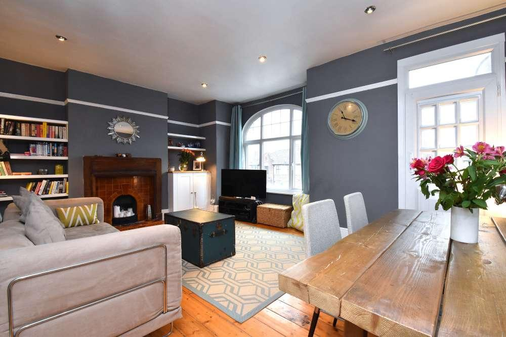3 Bedrooms Flat for sale in Stondon Park
