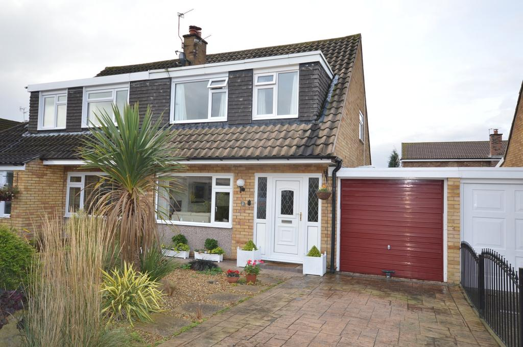 3 Bedrooms Semi Detached House for sale in Warburton Close, Lymm