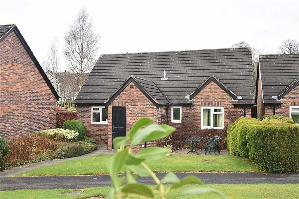 2 Bedrooms Detached Bungalow for sale in Shirleys Close, Prestbury