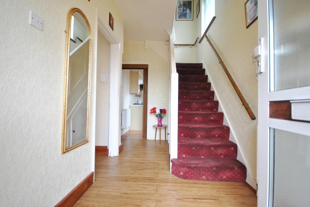3 Bedrooms Semi Detached House for sale in Mottingham Lane London SE12