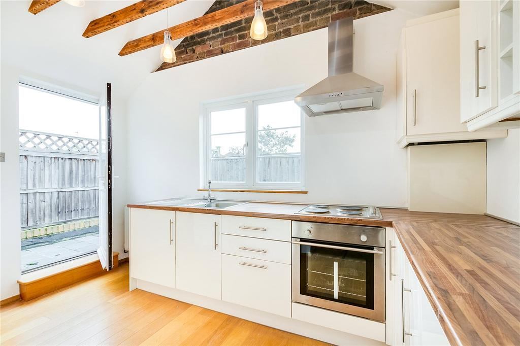3 Bedrooms Flat for sale in Upper Richmond Road, Putney, London