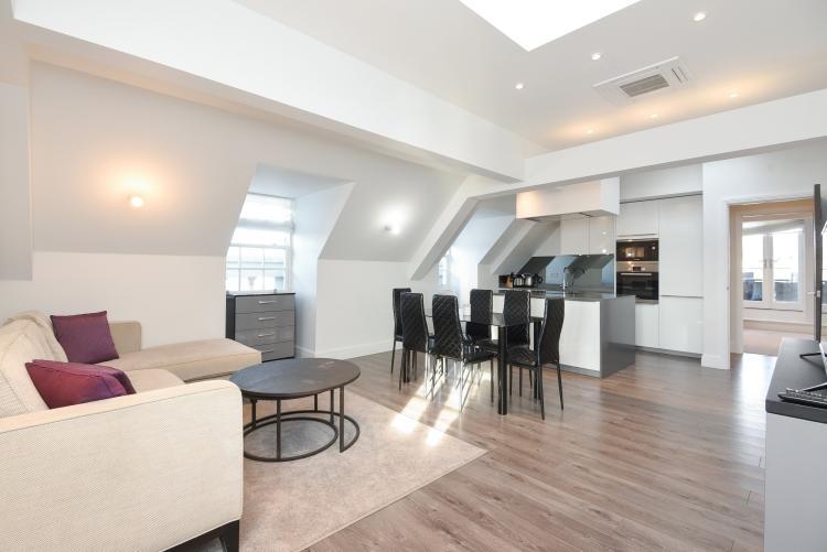 3 Bedrooms Flat for rent in Kew Bridge Road Brentford TW8