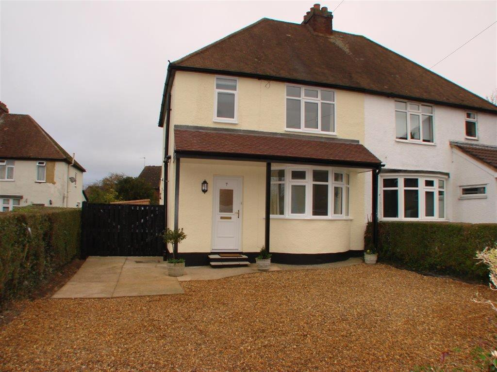 3 Bedrooms Semi Detached House for rent in Woodland Way, Baldock, Hertfordshire, SG7 6LR