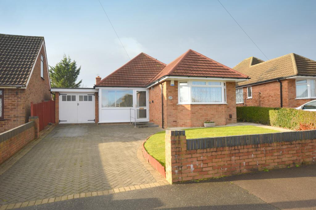 2 Bedrooms Detached Bungalow for sale in Homedale Drive, Luton, LU4 9TE