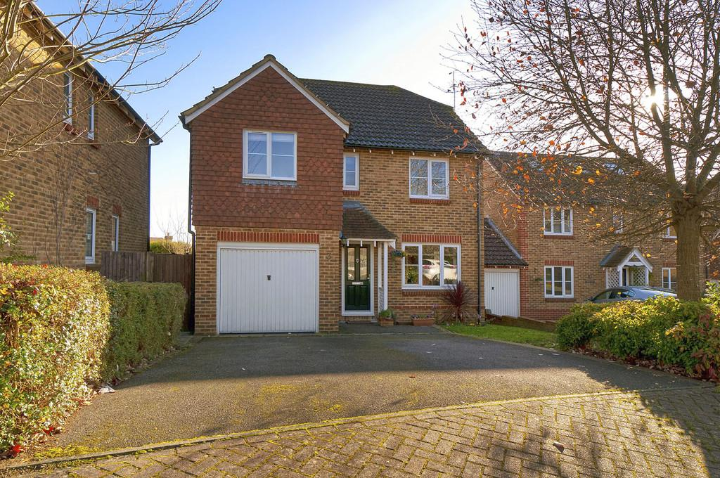 4 Bedrooms Detached House for sale in Small Hythe Close, Bearsted