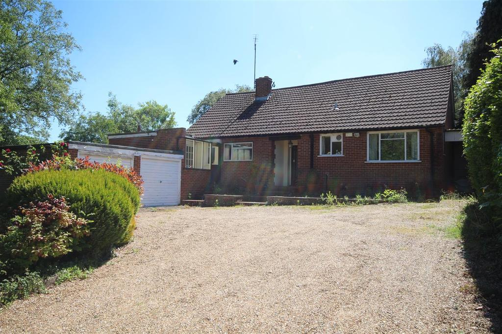 3 Bedrooms Detached Bungalow for sale in London road, Ruscombe, Twyford