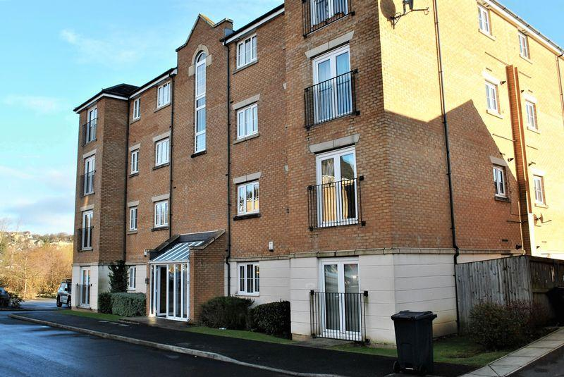 2 Bedrooms Ground Flat for sale in Sandhill Close, Bradford