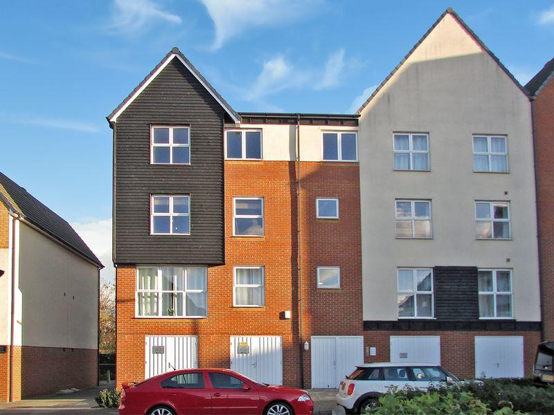 2 Bedrooms Apartment Flat for sale in Cloudeseley Close, Sidcup