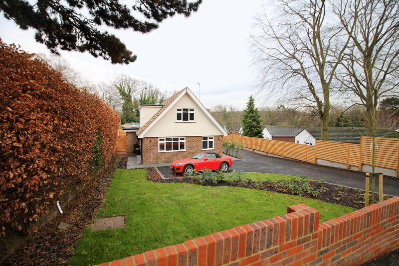 4 Bedrooms Detached Bungalow for sale in Brownlow Road, East Croydon