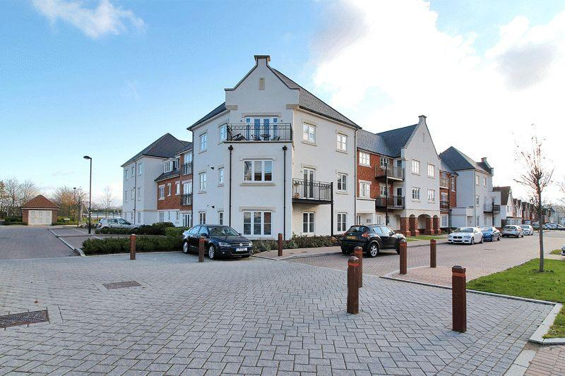 2 Bedrooms Flat for sale in Longhurst Avenue, Horsham