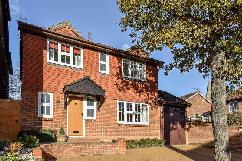 4 Bedrooms Detached House for sale in Warwick Close, Bexley