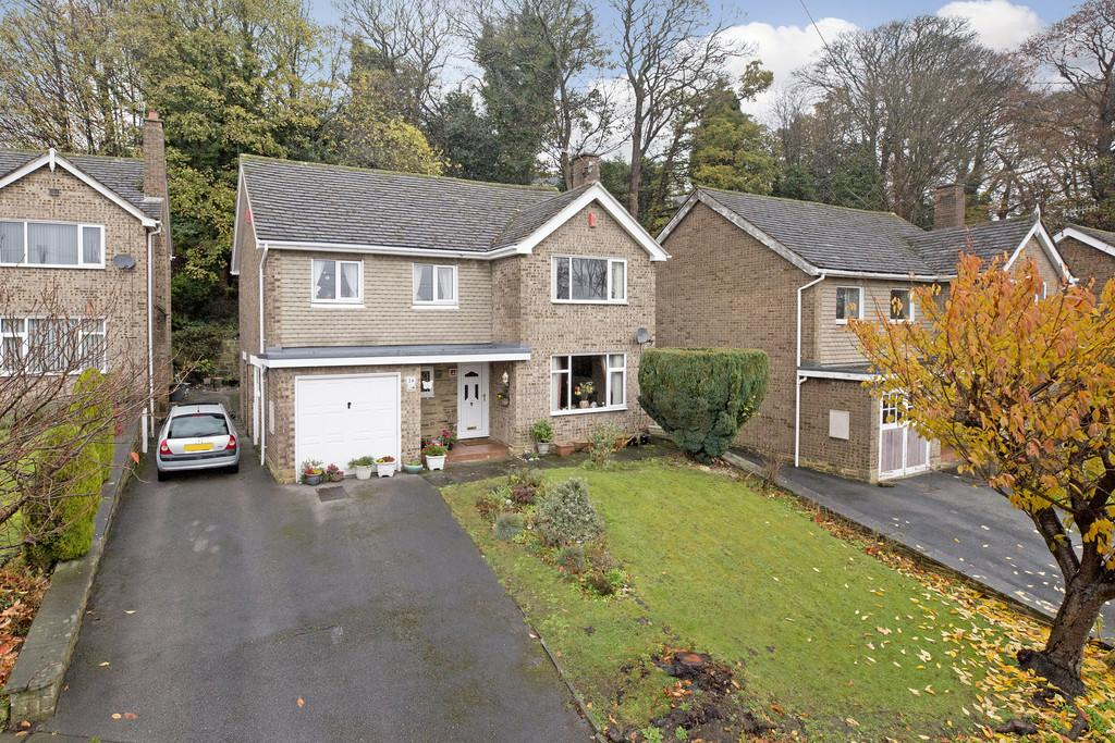 4 Bedrooms Detached House for sale in Holden Lane, Baildon