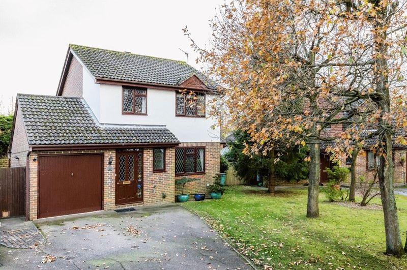 3 Bedrooms Detached House for sale in Wildcroft Drive, North Holmwood, Dorking