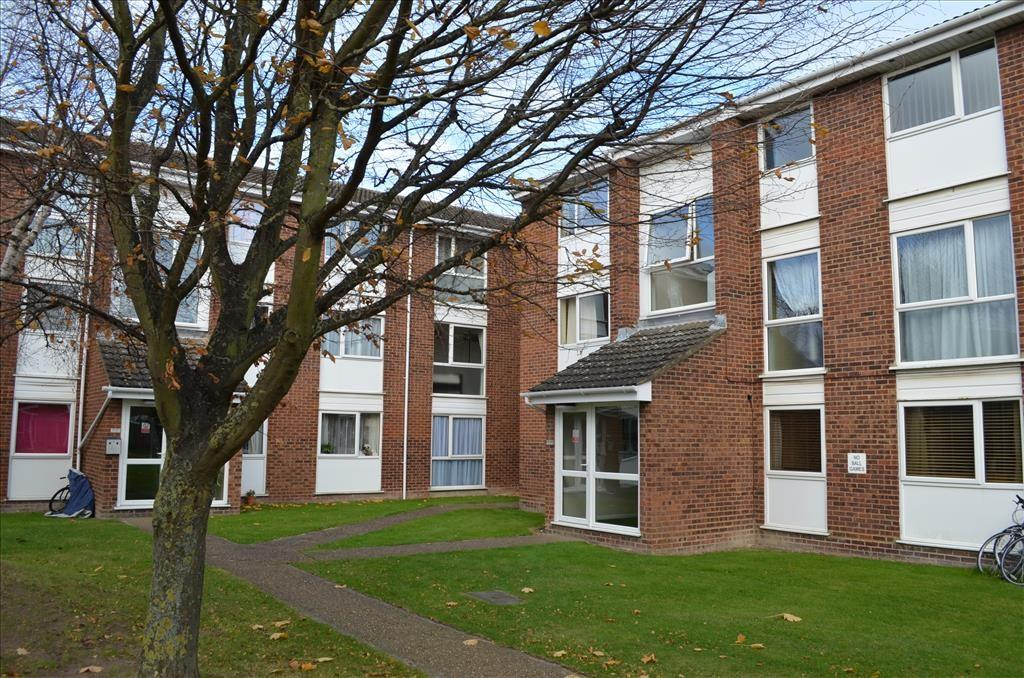 2 Bedrooms Flat for sale in Wordsworth Close, ROYSTON, SG8