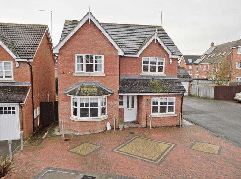 5 Bedrooms Detached House for sale in Lavender Close, Oakley Vale