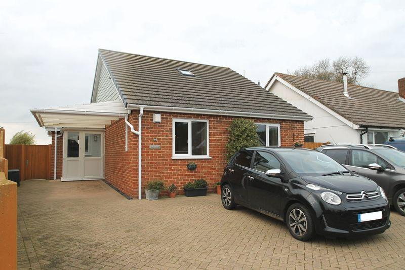 3 Bedrooms Detached House for sale in West Hougham, Dover